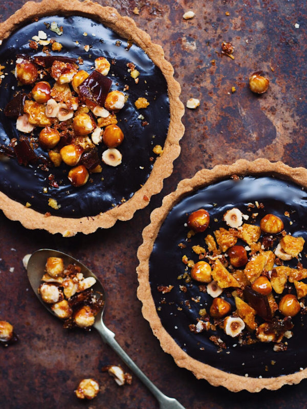 CHOCOLATE TART WITH CARAMELIZED HAZELNUTS