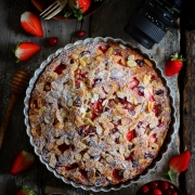 STRAWBERRY AND CRANBERRY CAKE