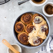 Cinnamon rolls from scratch - tasty and easy!