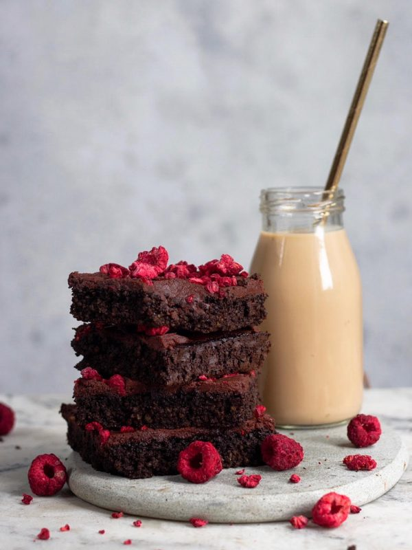 healthy gluten free QUINOA BROWNIES