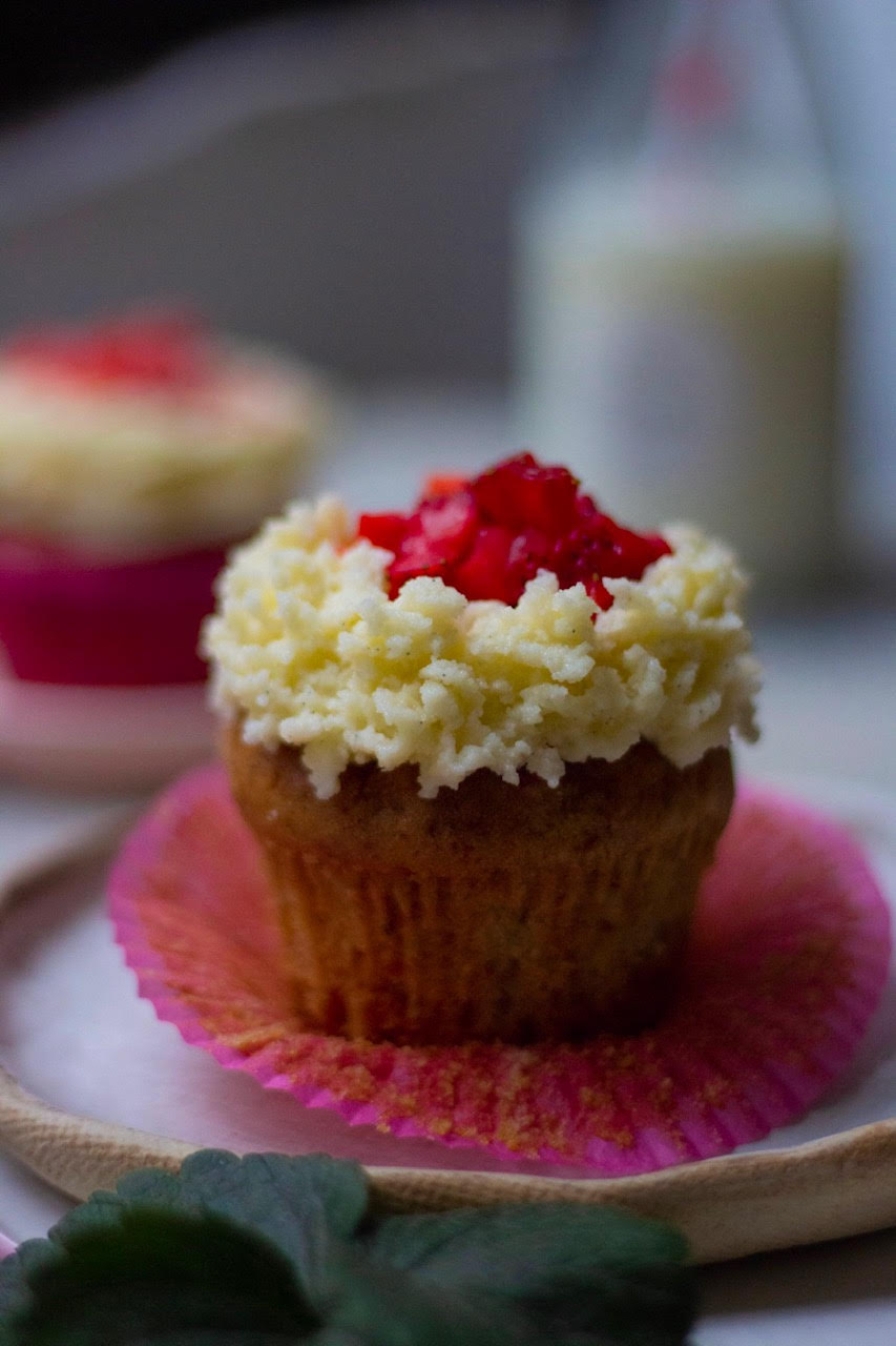 eggless strawberry cupcakes